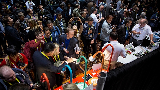 ces-crowd-hed-2014